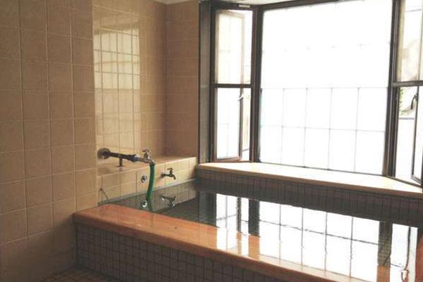 小さなお風呂ですが、そのため新鮮でいいお湯が楽しめます。